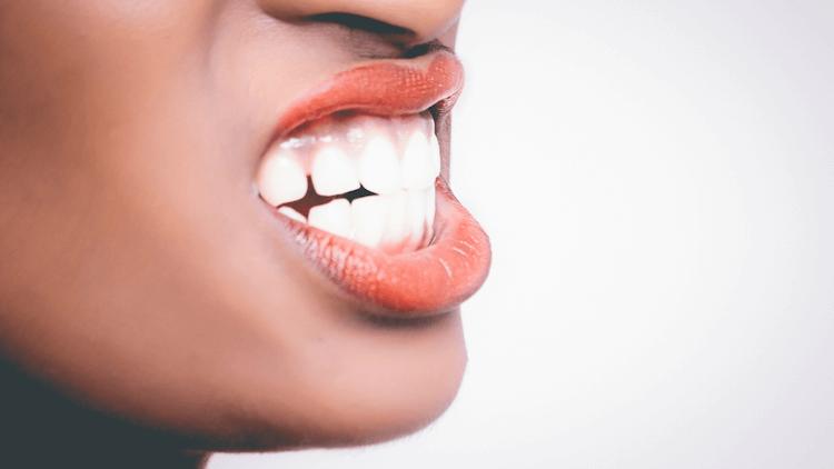 Sorprendentes efectos del aceite de coco orgánico para una limpieza oral 100% natural!
